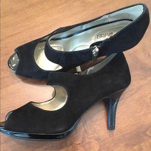 Bandolino peep toe black suede heels